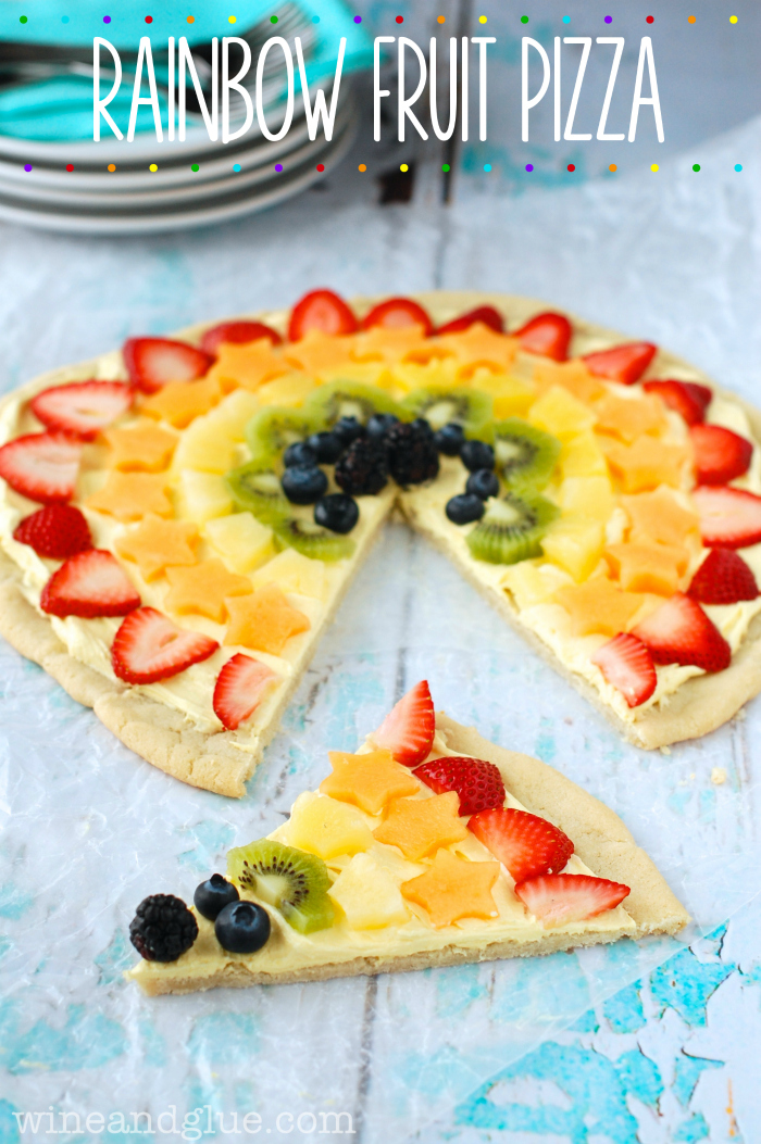 Rainbow Fruit Pizza | www.wineandglue.com | This is so easy, but it is ...